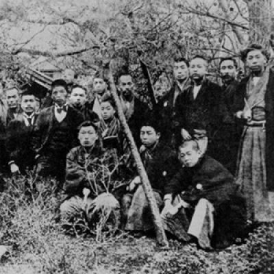 4不同舎の仲間たちと 前列右から2人目守衛